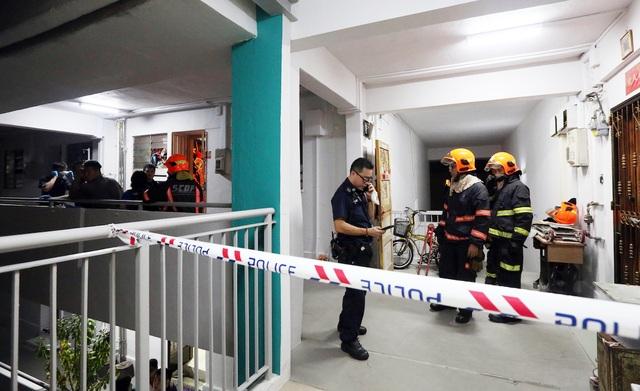 Phát hiện thi thể phân hủy của cụ ông 68 tuổi trong căn hộ ngập rác - 2