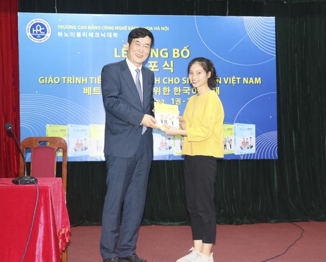 Ra mắt giáo trình tiếng Hàn dành cho sinh viên Việt nam - 2