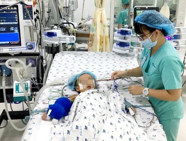 Bé 3 tuổi tê liệt chức năng phổi vì suy hô hấp được cứu sống kỳ diệu - 4
