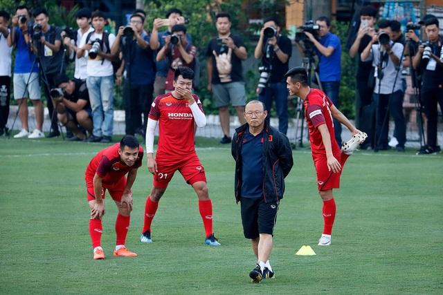 HLV Park Hang Seo bất ngờ đổi sân, đóng kín buổi tập của đội tuyển Việt Nam - 1
