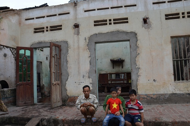 Gia đình chưa kịp thoát nghèo nhưng may mắn thoát chết trong vụ hoả hoạn - 1