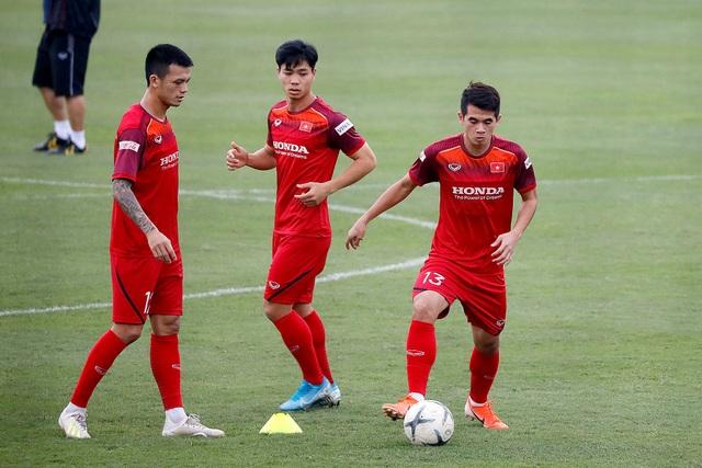 Công Phượng trình diện HLV Park Hang Seo, cười tươi sẵn sàng đấu Malaysia - 3