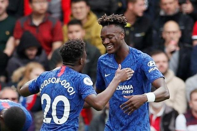 Southampton 1-4 Chelsea: Abraham, Mount tiếp đà thăng hoa - 1