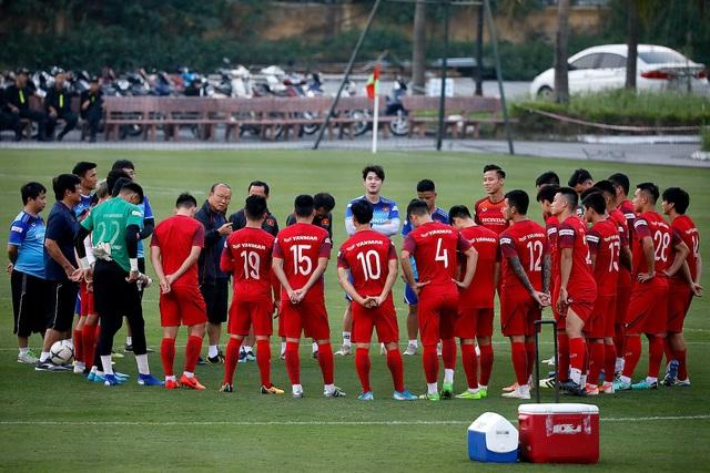 Công Phượng trình diện HLV Park Hang Seo, cười tươi sẵn sàng đấu Malaysia - 2