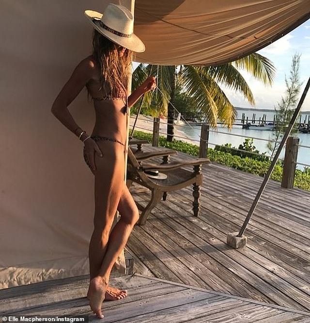 55 tuổi, Elle Macpherson vẫn tự tin diện bikini mỗi ngày - 2