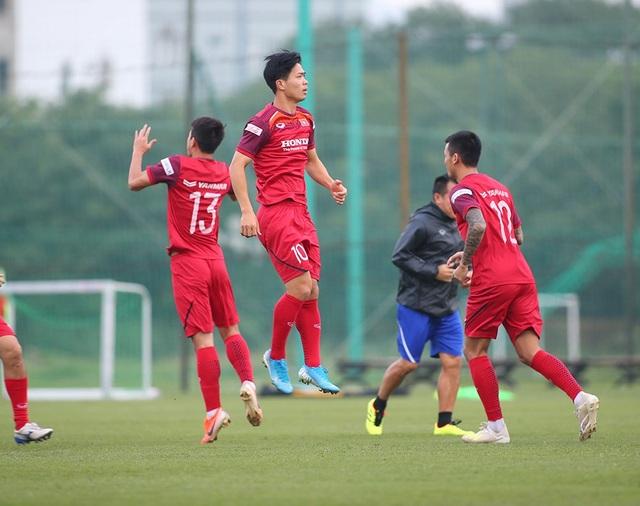 Công Phượng trình diện HLV Park Hang Seo, cười tươi sẵn sàng đấu Malaysia - 8