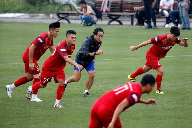 Công Phượng trình diện HLV Park Hang Seo, cười tươi sẵn sàng đấu Malaysia - 4