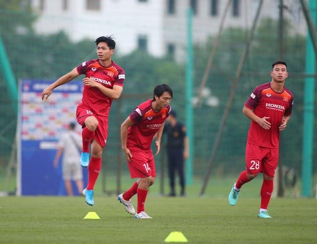Công Phượng trình diện HLV Park Hang Seo, cười tươi sẵn sàng đấu Malaysia - 13