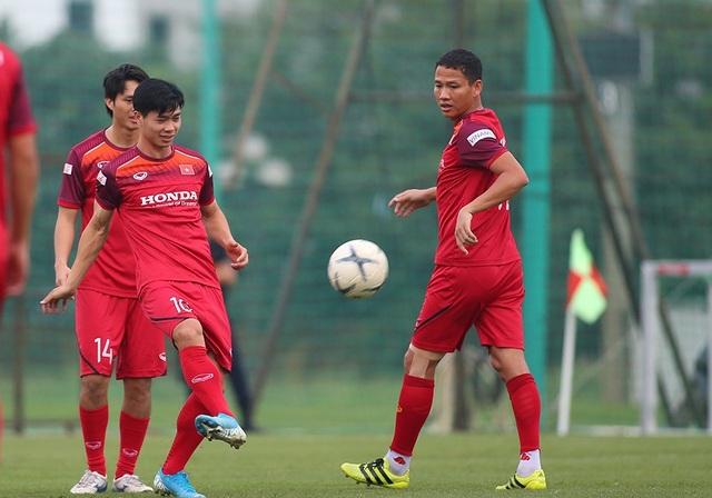 Công Phượng trình diện HLV Park Hang Seo, cười tươi sẵn sàng đấu Malaysia - 11