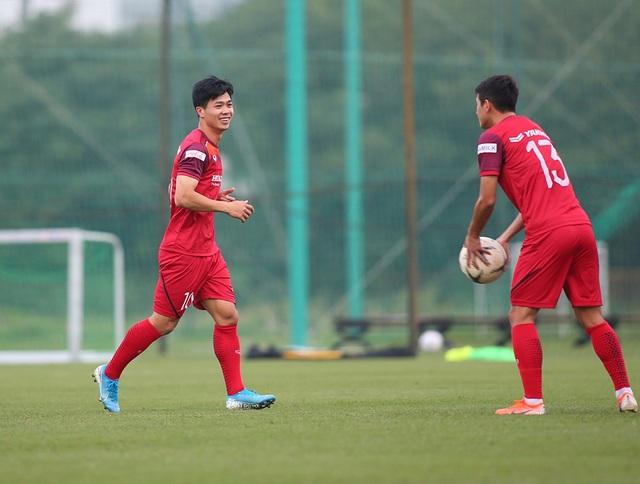 Công Phượng trình diện HLV Park Hang Seo, cười tươi sẵn sàng đấu Malaysia - 9
