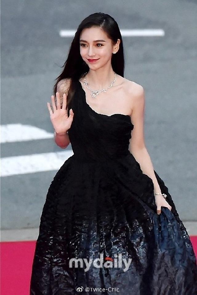 Angelababy đẹp xuất sắc trên thảm đỏ LHP Busan - 12
