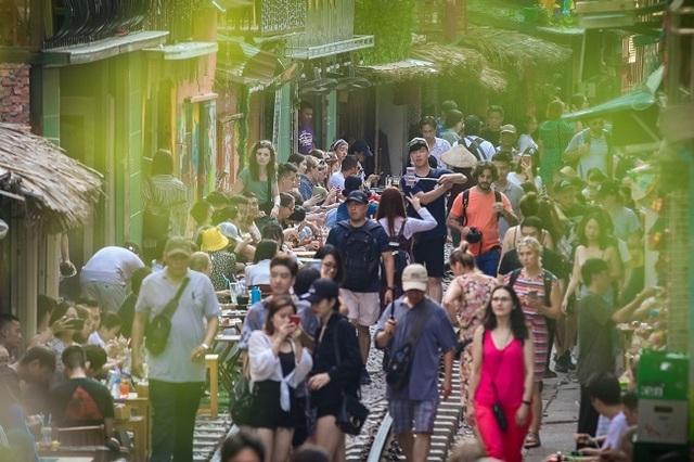 Cần giải tán tụ điểm cà phê phố đường sắt thành phố Hà Nội - 2