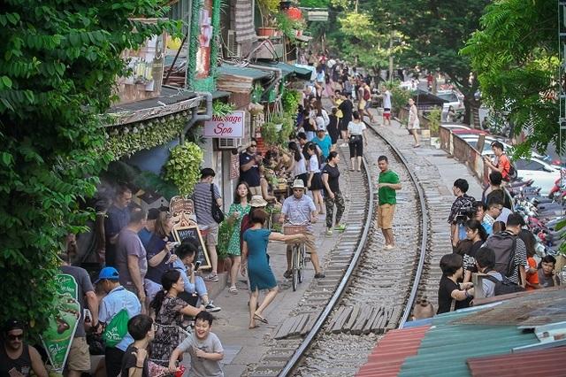 Cần giải tán tụ điểm cà phê phố đường sắt thành phố Hà Nội - 3