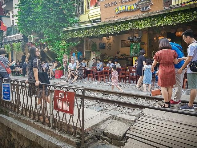 Cần giải tán tụ điểm cà phê phố đường sắt thành phố Hà Nội - 4