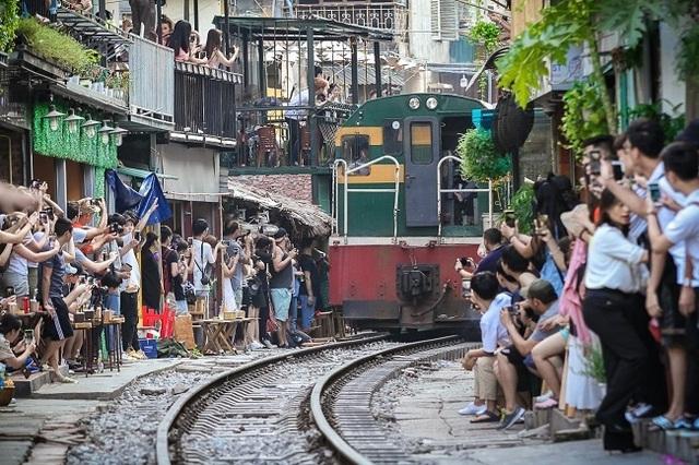 Cần giải tán tụ điểm cà phê phố đường sắt thành phố Hà Nội - 6