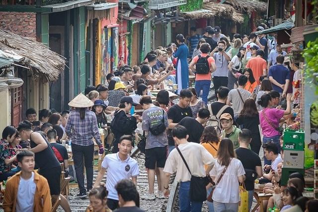 Cần giải tán tụ điểm cà phê phố đường sắt thành phố Hà Nội - 7