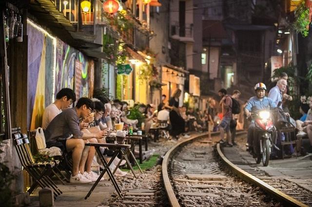 Cần giải tán tụ điểm cà phê phố đường sắt thành phố Hà Nội - 9
