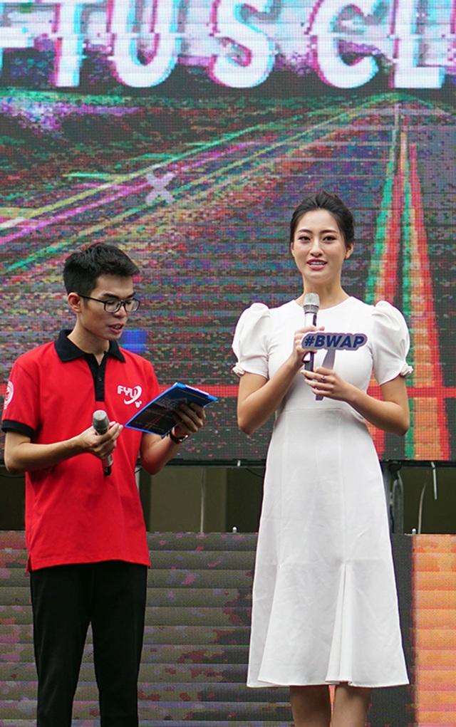 Hoa hậu Lương Thùy Linh cùng dàn sao tiếp lửa tân sinh viên ĐH Ngoại thương - 1