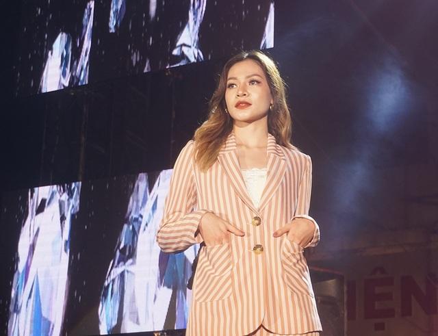 Hoa hậu Lương Thùy Linh cùng dàn sao tiếp lửa tân sinh viên ĐH Ngoại thương - 9
