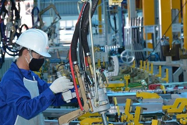Việt Nam tăng trưởng vượt dự báo và lời gan ruột của giới chuyên gia - 1