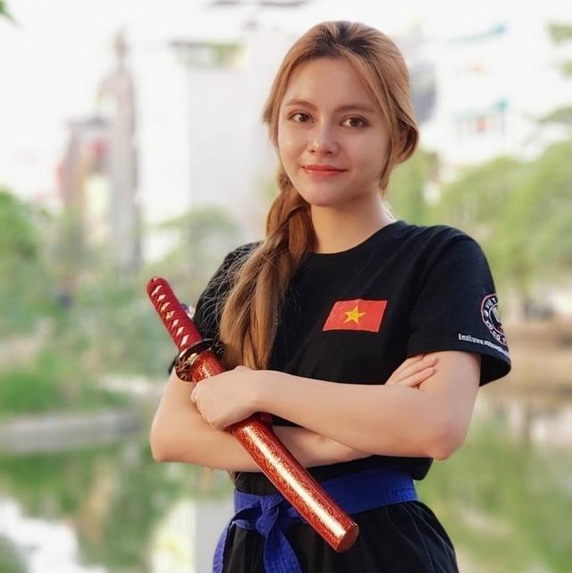 """Hot girl đóng vai kẻ thứ ba"""" phim """"Về nhà đi con"""" thi Hoa hậu - 3"""