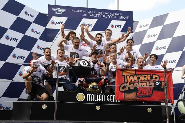 Chặng 15 MotoGP 2019: Marquez thắng ấn tượng trước Quartararo để vô địch thế giới - 16