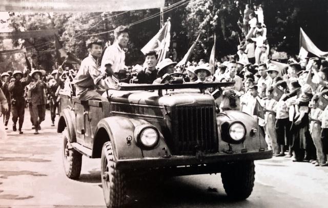 Hình ảnh đoàn quân chiến thắng trở về tiếp quản Thủ đô 65 năm trước - 8