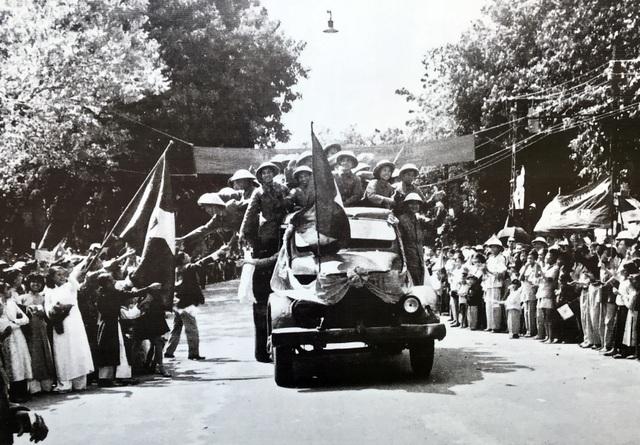 Hình ảnh đoàn quân chiến thắng trở về tiếp quản Thủ đô 65 năm trước - 5