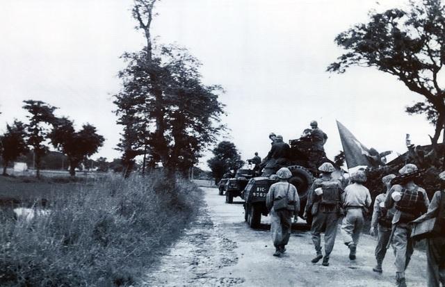 Hình ảnh đoàn quân chiến thắng trở về tiếp quản Thủ đô 65 năm trước - 15