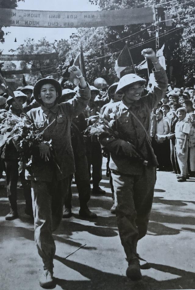 Hình ảnh đoàn quân chiến thắng trở về tiếp quản Thủ đô 65 năm trước - 7