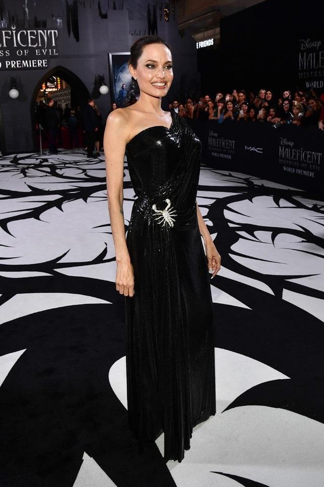 Angelina Jolie mở lòng sau 3 năm chia tay Brad Pitt - 4