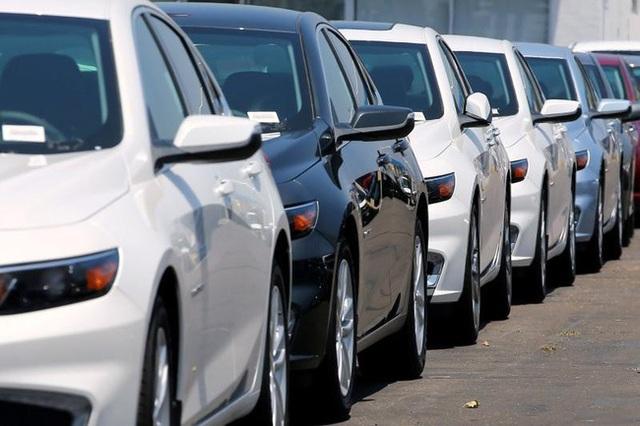 Ô tô giảm tiếp cả trăm triệu đồng, xả kho từ nay đến mùa Tết - 1