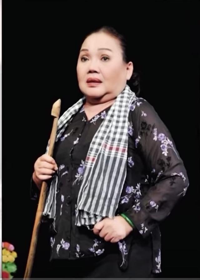 """NSND Ngọc Giàu: """"Tôi phải giấu chuyện chạy show vì sợ người ta cười"""" - 4"""