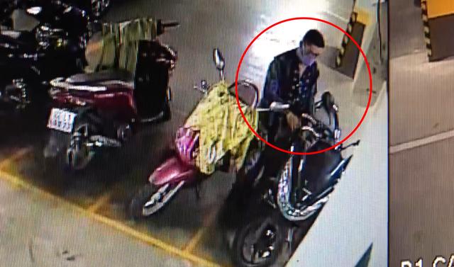 Thanh niên trộm xe tay ga ở chung cư cao cấp trong tích tắc - 1