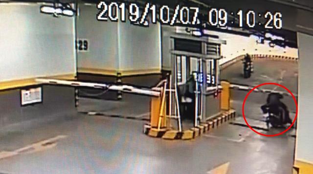 Thanh niên trộm xe tay ga ở chung cư cao cấp trong tích tắc - 2