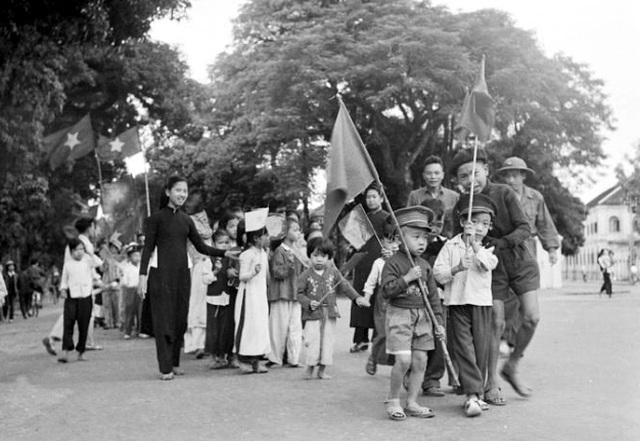 Hình ảnh đoàn quân chiến thắng trở về tiếp quản Thủ đô 65 năm trước - 11