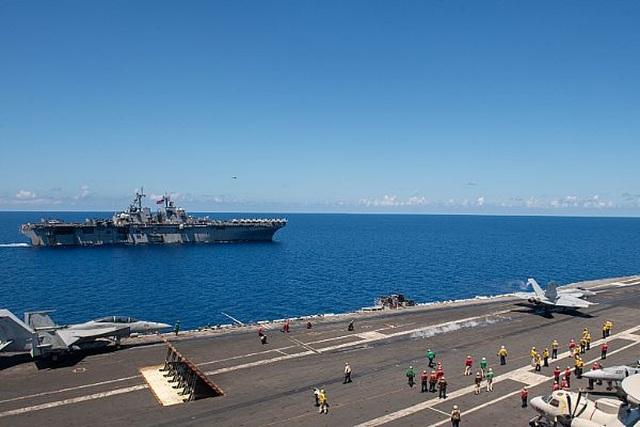 Nhóm tác chiến tàu sân bay, tàu đổ bộ Mỹ tập trận đạn thật tại Biển Đông - 2