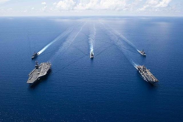 Nhóm tác chiến tàu sân bay, tàu đổ bộ Mỹ tập trận đạn thật tại Biển Đông - 1