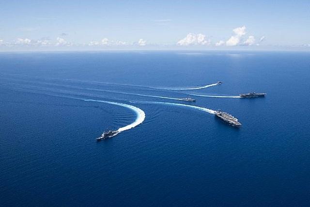 Nhóm tác chiến tàu sân bay, tàu đổ bộ Mỹ tập trận đạn thật tại Biển Đông - 6