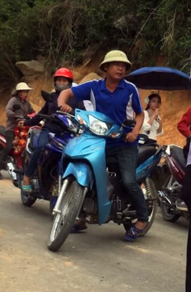 """""""Ông trùm"""" đe không cho xe ôm chở khách, đoàn người rời chùa Hương trong ấm ức - 4"""