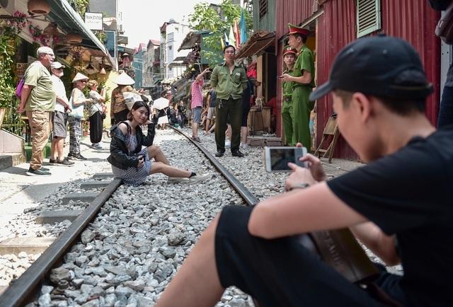 """Từng xảy ra tai nạn thảm khốc ngay sát """"xóm cà phê đường tàu"""" ở Hà Nội - 2"""