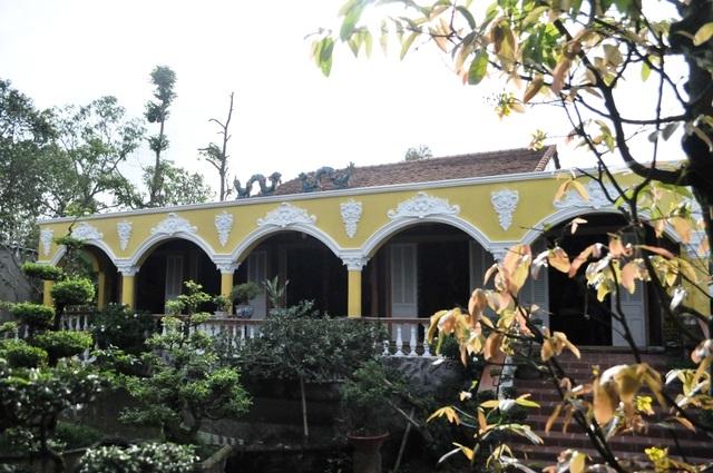 Chiêm ngưỡng căn nhà cổ có cả 100 món đồ gỗ cực quý hiếm - 3
