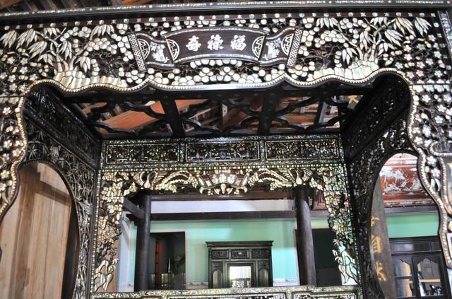 Chiêm ngưỡng căn nhà cổ có cả 100 món đồ gỗ cực quý hiếm - 14