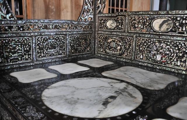 Chiêm ngưỡng căn nhà cổ có cả 100 món đồ gỗ cực quý hiếm - 16