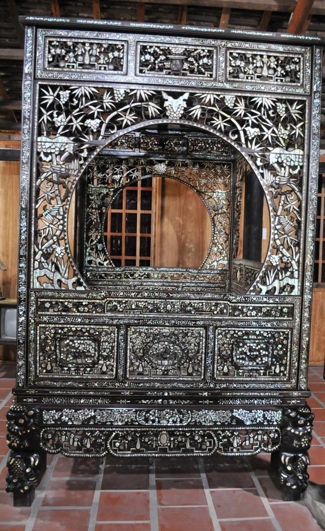 Chiêm ngưỡng căn nhà cổ có cả 100 món đồ gỗ cực quý hiếm - 13