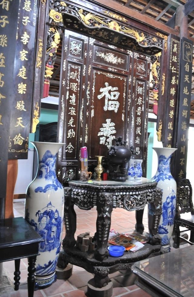Chiêm ngưỡng căn nhà cổ có cả 100 món đồ gỗ cực quý hiếm - 9