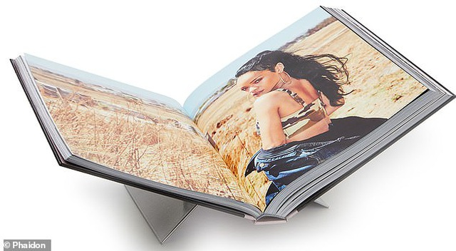 """Sách ảnh 2,5 tỷ đồng của Rihanna bán hết trong """"một nốt nhạc"""" - 14"""