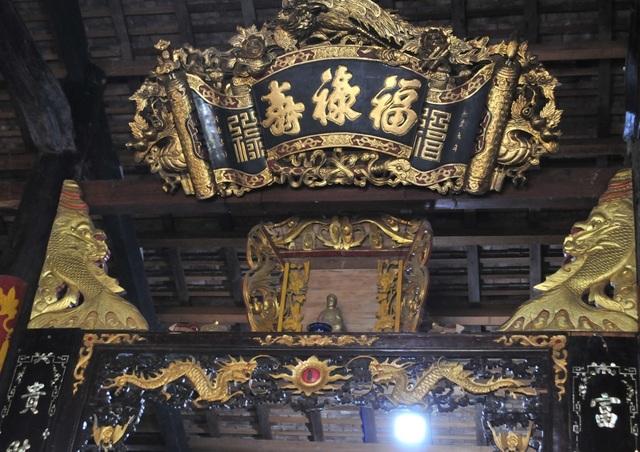 Chiêm ngưỡng căn nhà cổ có cả 100 món đồ gỗ cực quý hiếm - 10