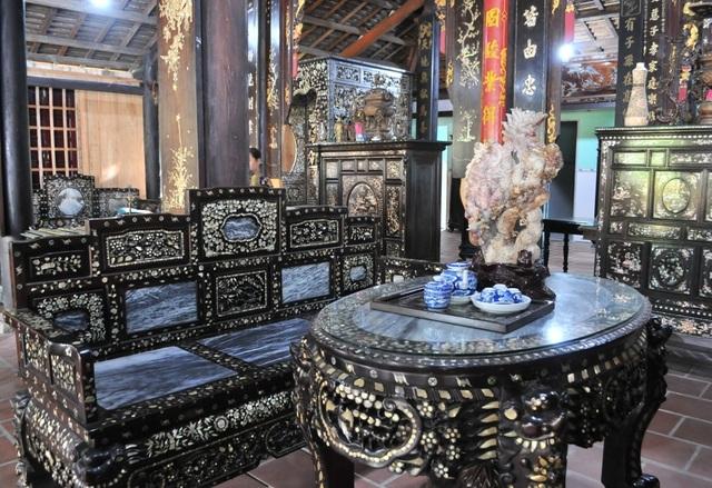 Chiêm ngưỡng căn nhà cổ có cả 100 món đồ gỗ cực quý hiếm - 11