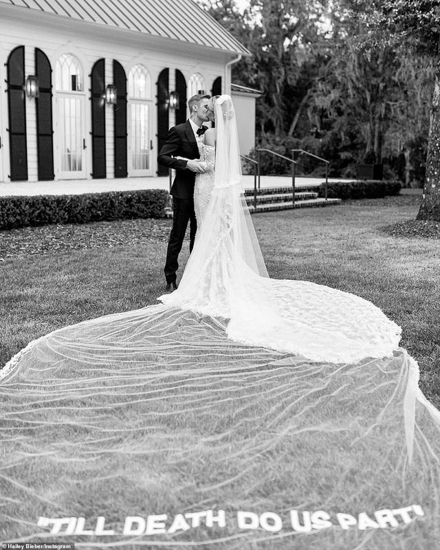 Vợ Justin Bieber hé lộ thêm ảnh cưới - 4